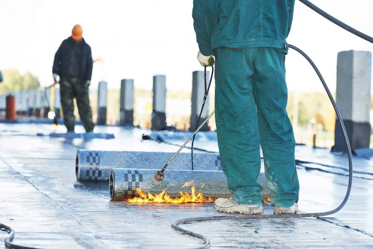 Abdichtung eines Flachdaches durch die Spenglerei Reichl Walter GmbH & Co. KG