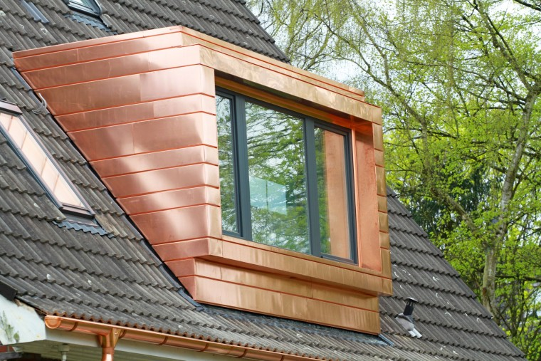 Verkleidung eines Dachfensters durch die Spenglerei Reichl Walter GmbH & Co. KG